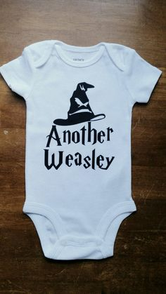 Com harry potter onsie another weasley рыжие младенцы, Harry Potter Onsie, Harry Potter Baby Clothes, Harry Potter Nursery, Harry Potter Baby Shower, Sibling Shirts, Baby Shirts, Onesies, Baby Baby Baby Oh, Baby Love