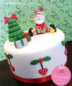 Developing a lovely Christmas cake is simpler than ever with our Christmas cake decorating thoughts and smart Fondant Christmas Cake, Christmas Birthday Cake, Christmas Tree Cake, Christmas Cake Decorations, Christmas Cupcakes, Christmas Sweets, Holiday Cakes, Christmas Cooking, Noel Christmas