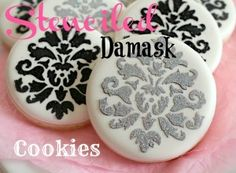 These would make beautiful bridal shower or wedding cookies.