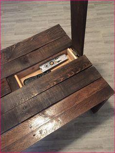 DIY Rustic Coffee Table with Hidden Storage diy beginner diy pallet diy projects diy rustic diy woodworking Rustic Coffee Tables, Diy Coffee Table, Diy Table, Rustic Couch, Easy Coffee, Rustic Desk, Pallet Furniture, Furniture Projects, Furniture Design
