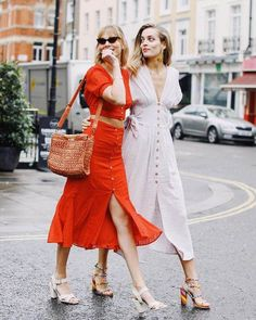 Midi Dress street style fashion / Fashion week – Outfit Inspiration & Ideas for All Occasions Red Fashion Outfits, Street Style Outfits, Trendy Fashion, Womens Fashion, Fashion Trends, Style Fashion, Dress Fashion, Fashion Clothes, Boho Fashion
