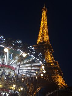 Eiffel Tower by night / Paris, France Photo by Celia Persechino // Simply Paris: With 6 Simple Tips at happiestwhenexploring . Paris Travel Tips, Paris At Night, Sparkling Lights, France Photos, City Lights, Paris France, Places To Go, Tours