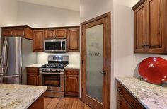 FC14 (Orchid Plan)- Laminate: Nature's Expression Catalina Cherry. Kitchen Countertop: Colonial Creme Granite. Cabinets: Square Raised Panel (CF-116 Heritage w/ Glazing)