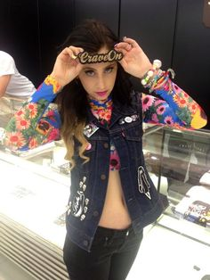 Kreayshawn rockin Bonnie Bling for OC ! Usain Bolt, Celebrity Pictures, Bling Jewelry, Alexander Mcqueen Scarf, Feminine, Couture, Boutique, Celebrities, Oc