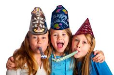 New years eve and kids - what's a parent to do? Here are the top 6 ideas for a family-friendly new years eve celebration. New Years With Kids, Family New Years Eve, New Year's Eve Celebrations, New Year Celebration, Birthday Celebrations, Time Capsule Kids, New Year's Eve Activities, Nouvel An, Tween Girls