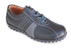 Zapato de piel sport con cordoneras para chico, muy combinable y funcional. Roly Poly Shoes & Boots.