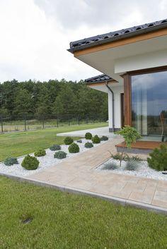 Kostka brukowa Visio, kolor: wapień muszlowy Backyard Patio Designs, Front Yard Landscaping, Landscape Design, Garden Design, House Outside Design, Village House Design, Beautiful Homes, Outdoor Living, Pergola