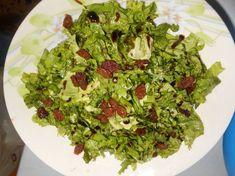 Πράσινη σαλάτα με σταφίδες και κρέμα βαλσαμικού(vegan) Avocado Toast, Guacamole, Mexican, Vegan, Breakfast, Ethnic Recipes, Food, Morning Coffee, Eten