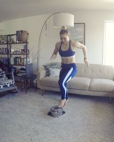 "Páči sa mi to: 16.9 tis., komentáre: 777 – Kaisa Keranen (@kaisafit) na Instagrame: ""Happy Saturday! . Grab a pot and get to work 😁💪 . 30 sec. per move, 15 sec. rest Repeat sets 2-4…"""