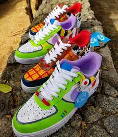 The Most Wanted Toys of the moment ops' Tennis Wanted to Say Toy Story. Toy Story, Dr. Martens, Sneakers Fashion, Shoes Sneakers, Nike Shoes Air Force, Aesthetic Shoes, Baskets, Pixar, Hype Shoes