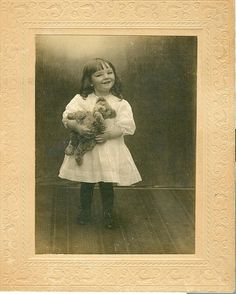 Elizabeth Kennedy Johnson and teddy bear Old Teddy Bears, Antique Teddy Bears, Steiff Teddy Bear, My Teddy Bear, Vintage Children Photos, Vintage Pictures, Vintage Kids, Teddy Bear Pictures, Bear Photos