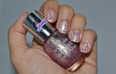 03 Glitz & Glam from the collection Essence Effect Nail Polish