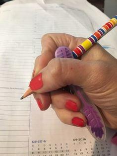 Ajudando a pegar o lápis corretamente