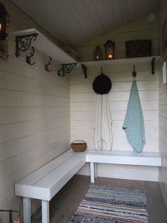pukuhuone,ulkosauna,pihasauna,räsymatto,pyyhe