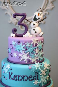 Frozen theme cake with Olaf by K Noelle Cakes Don't forget snowflake personalized napkins for your frozen party! www.napkinspersonalized.com