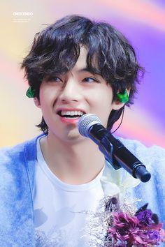 Jungkook me is, this body but also mind, spirit to watch a living god who is no other than Kim T . Namjoon, V Taehyung, Taehyung Fanart, Hoseok, Jimin, Bts Bangtan Boy, Daegu, V Bta, V Smile