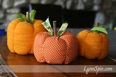 easy to make holiday fabric pumpkins Autumn Crafts, Thanksgiving Crafts, Holiday Crafts, Thanksgiving Decorations, Diy Pumpkin, Pumpkin Crafts, Fabric Pumpkins, Fall Pumpkins, Burlap Pumpkins