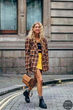 London FW 2019 Street Style: Emili Sindlev - My Fashion Board - Italian Street Style, Berlin Street Style, Street Style Vintage, Look Street Style, Street Style Summer, Street Style Women, Model Street Style, Berlin Street Fashion, Italian Street Fashion