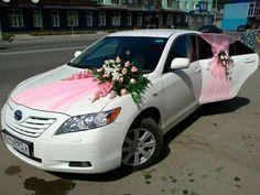 decoration de voiture de mariage rubans roses
