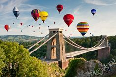 Up, up and awayThe International Balloon Fiesta Bristol, EnglandHot air balloons of all shapes and sizes drift over the famous Clifton Suspension Bridge at Europe's largest ballooning event. More info Bristol Balloons, Bristol Balloon Fiesta, Bristol Balloon Festival, Ballon Festival, Clifton Bridge, Bristol England, Bristol City, Air Ballon, Wayfarer
