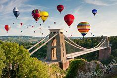 Bristol Balloon Festival at Clifton Bridge. I will go one day...I will I will I will!