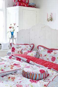 PIP studio...deze kleurtjes zijn mooi...rood, roze, veeel wit, beetje blauw en groen