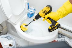 13 Amazing Bathroom Cleaning Methods Borax Cleaning, Diy Home Cleaning, Bathroom Cleaning Hacks, Household Cleaning Tips, Cleaning Recipes, House Cleaning Tips, Diy Cleaning Products, Cleaning Solutions, Weekly Cleaning