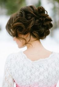 Gorgeous messy updo for a relaxed morning wedding
