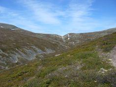 Pallas-Yllästunturin kansallispuistosta. Tunturien väliin jäävä kuru on usein hyvin kivikkoinen ja erittäin vaikea kulkea.
