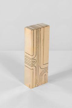 """Jacques Moeschal (1913-2004) Dunhill Bronze doré Monogrammé sur le coté 18,1 x 6,3 x 3,3 cm Cette sculpture fut commandée à Jacques Moeschal par la """"Dunhill Distinction"""" pour récompenser les lauréats du concours. Il en existe 5 exemplaires"""