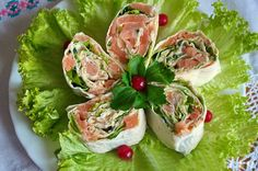 Как сделать необычную и вкусную закуску за 15 минут? Легко! Без возни у плиты вы можете сотворить внешне нарядную и вкусную закуску как на праздник, так и для неожиданных гостей… Слабосоленая семга отлично сочетается с нежным колбасным сыром, а укроп и хрустящий салат придают закуске свежесть. слабосоленая семга 100 г укроп  листья салата колбасный сыр 100 г майонез лаваш - 1 шт
