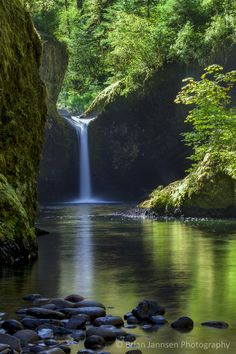 Punchbowl Falls along Eagle Creek Trail, Columbia River Gorge, Oregon, USA. © Brian Jannsen Photography