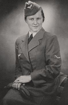 https://flic.kr/p/g655PN | Personnel féminin de la Luftwaffe (Helferin)