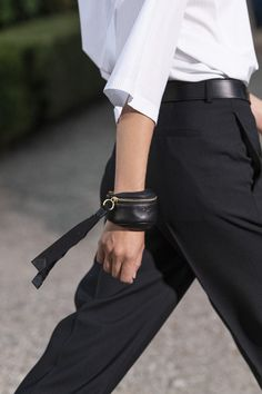 Givenchy Men's Spring 2020 Fashion Show Details. See all of the menswear shoes and accessories looks from Clare Waight Keller's Spring 2020 Men's show Lv Bags, Purses And Bags, Leather Accessories, Fashion Accessories, Zebra Wallpaper, Givenchy Man, Chanel Spring, Thrasher, Louis Vuitton Handbags