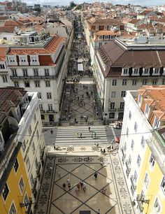 Top places to see in Lisbon – 35 things to do in Lisbon | Via TravelTipy | 26/09/2015 Lisbon serves as the capital of Portugal and is its largest city. You can come here anytime. The coldest month is January but the average temperature here is not less than 15°C anyway. Which is fine. And before you go, print this list of Top Places to see in Lisbon along with a map below so that you won't miss any important sights. Photo: Rua Augusta pedestrian street as seen from Arch, Lisbon, #Portugal