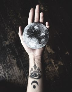 Really cool moon and mystic tattoos. Wiccan, Witchcraft, A Silent Voice, Witch Aesthetic, Aesthetic Images, Character Aesthetic, Aesthetic Photo, Nature Tattoos, To Infinity And Beyond