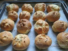 Αυτά τα ψωμάκια δεν υπάρχουν... τόσο νόστιμα, μαλακά σαν βαμβάκι, τόσο γρήγορα...πραγματικά όσες έχετε παιδάκια μικρά ή μεγάλ... Happy Foods, Donuts, The Best, Food Processor Recipes, Recipies, Muffin, Food Porn, Brunch, Rolls