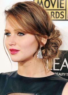 Jennifer Lawrence hairstyle to copy. The best Updo for Mid-length Hair | Stylish updo for women. It looks very simple and easy to do.