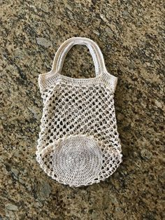 Bare Organic Classic Market Bag FREE Crochet Pattern by Kristin Omdahl Thread Crochet, Filet Crochet, Crochet Hooks, Crotchet Bags, Crochet Market Bag, Crochet Home Decor, Crochet Gifts, Crochet Things, Crochet Purses