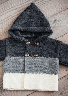 Mayflower strikkeopskrift - babyhættetrøje med striber og knapper
