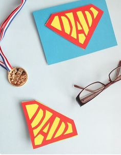 How to make a super dad card for Father's Day. Free printable template and instructions for a cute geeky gift. Fathers Day Crafts, Happy Fathers Day, Diy For Kids, Crafts For Kids, Preschooler Crafts, Daddy Day, Father's Day Diy, Super Dad, Mothers Day Cards