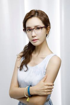 Lee Da Hae by Xmys Day Irwan: Looking for me Lee DH?the plate number is ~ Emma Rohani: Putihnya kulit.(aduh pedihnya warna kulit) Bila Tiba/Chuno/*E It say miss me on the chapter marrying Kate Upton. Lee Da Hae, Girls With Glasses, Movie Stars, Kdrama, Korean Fashion, Ray Bans, Iris, Actresses, Celebrities
