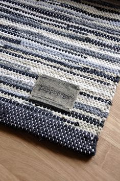 Loppberga Lager: Gråbeige sillsallad Designer Bed Sheets, Kitchen Time, Weaving Textiles, Tear, Kitchen Cabinet Design, Loom Weaving, Textile Patterns, Knitting, Crochet