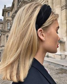 Trendy headband Hairstyles 64 Adorable Short Hair Updos That Are Supremely Easy To Copy Blonde Hair Looks, Brown Blonde Hair, Short Hair Updo, Curly Hair Styles, Short Hair Headband, Short Trendy Hair, Hair Headband Styles, Blonde Short Hair, Black Headband