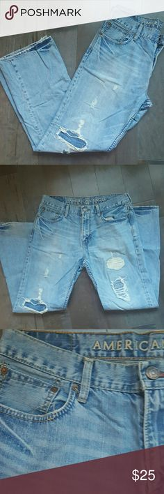 Men's American Eagle Jeans Men's gently used jeans fit with 1 button and zipper fly. Bootcut 33/32 American Eagle Outfitters Jeans Bootcut