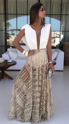 Genius Outfit Ideas To Finish This Winter With Style, Beach Outfits, white and brown plunging-neck long dress. Ibiza Outfits, Beach Party Outfits, Chic Outfits, Fashion Vestidos, Fashion Dresses, Retro Fashion, Boho Fashion, Fashion Design, Cute Winter Outfits