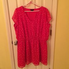 Orange with Gold Butterflies V-Neck Dress It's never been worn before, very good condition. Has attached slip underneath. Has stretchy band at waist. Great for summertime. simply be Dresses