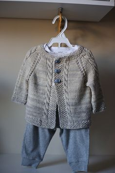 Ravelry: Vintage Cardigan pattern by Helen Rose - tejidos - Sweaters Baby Knitting Patterns, Baby Boy Knitting, Knitting For Kids, Baby Patterns, Free Knitting, Baby Knits, Knitting Ideas, Cardigan Bebe, Cardigan Pattern