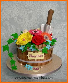 Flower Pot Gardening Cake  http://www.sugarandspicecakes.co.nz/