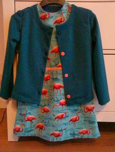 uit dit gloednieuwe boek (Zelfgemaakte kleertjes- deel 2) haalde ik het patroon voor dit tricotjasje jasje met bijpassend kleedje ...